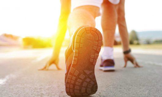 Bild zum Blogbeitrag, das einen startenden Läufer zeigt